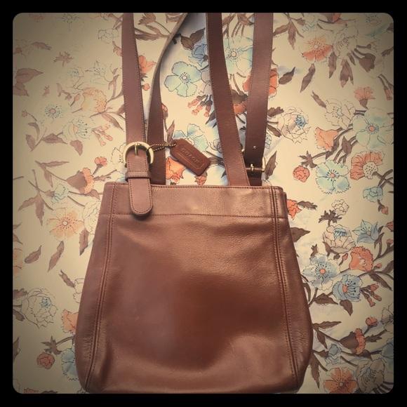 Coach Handbags - COACH Vintage Brown Tan Leather Purse No.G6C-4157